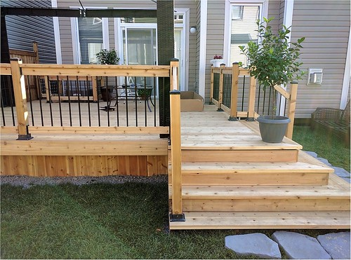 Capital deck and fence ottawa fencing deck contractors for Cedar decks pros and cons