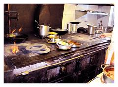 Foto de la cocina de carbón del restaurante