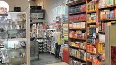 Interior de la llibreria la 2 de Viladrich, a Tortosa, mereixedora del premi II Memorial Pere Rodeja.