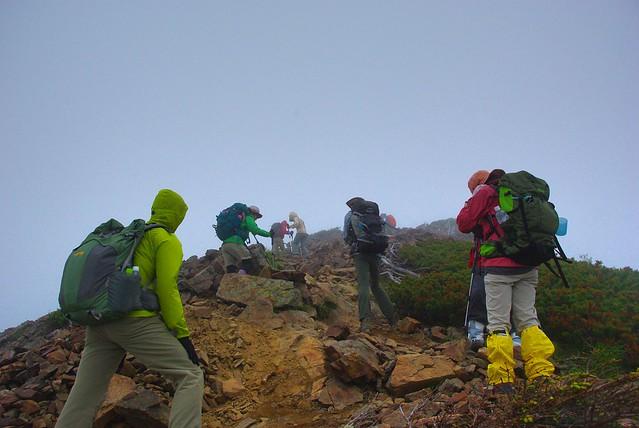 天気が崩れ始めた甲斐駒ヶ岳への道中