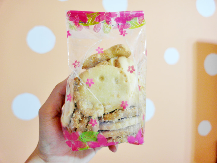 hello kitty cookies in packet