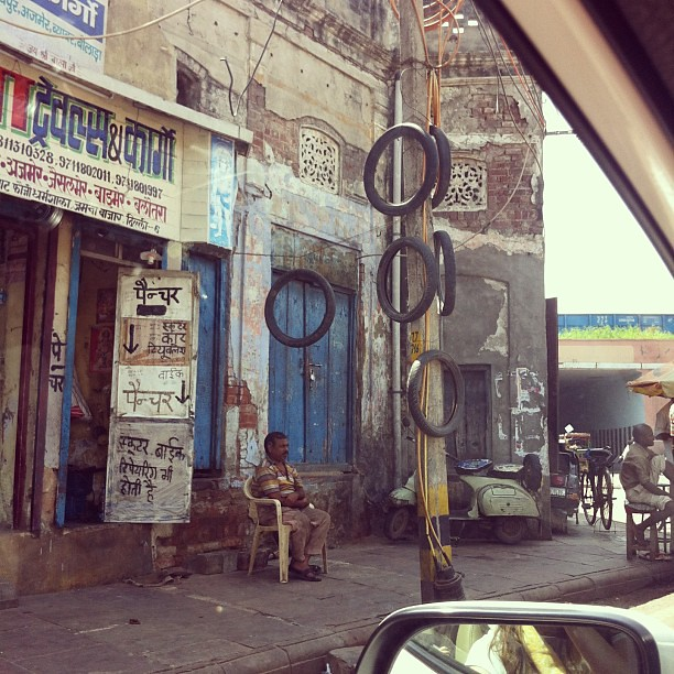Driving into Old Delhi #delhi #india #roadsidescenes