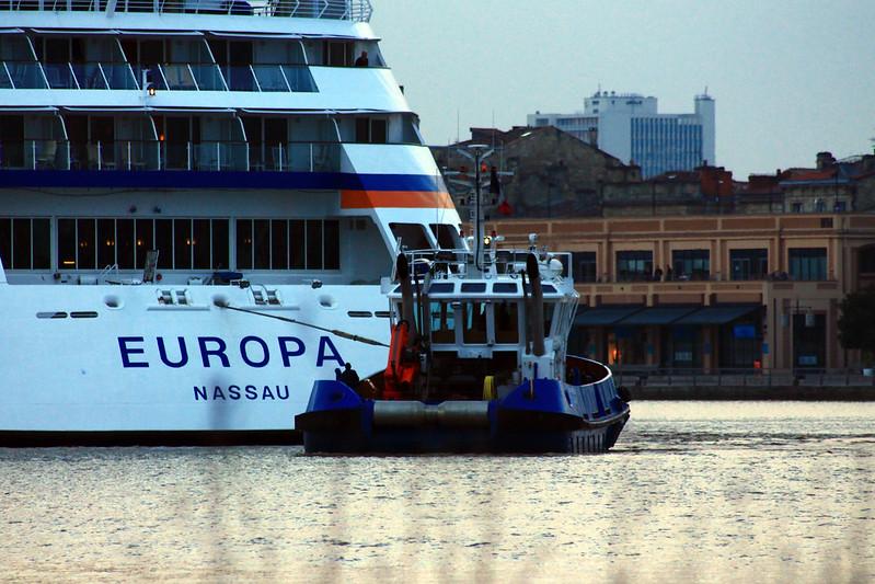 Arrivée du paquebot MS EUROPA / TSM BREHAT à Bordeaux - 19 octobre 2013