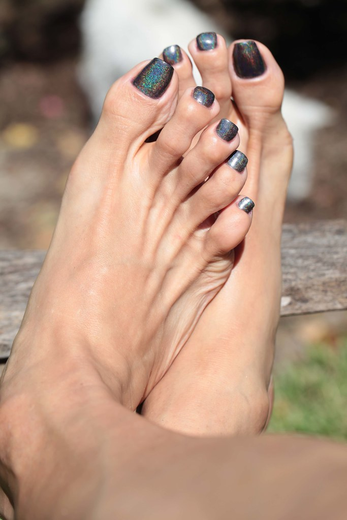 black-painted-toenail-fetish