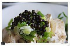 黑色顆粒狀為馬告,扮演著原住民料理中的重要催化劑,圖片作者:jimmy chuang,圖片來源:http://www.flickr.com/photos/ccm224/2326719542/,本圖符合CC授權使用 )