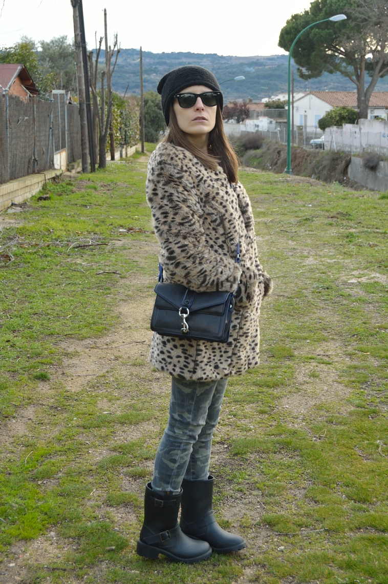 lara-vazquez-madlula-blog-details-winter-leopard-coat-black-details-fashion-blog
