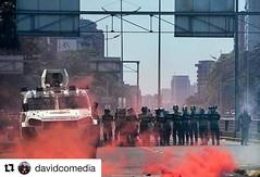#Repost @davidcomedia with @repostapp ・・・ #Repost @cartasegipcias ・・・ Que el mundo sepa que el régimen de Nicolas Maduro, el dictador. Esta usando un gas PROHIBIDO y más fuerte que el gas lacrimogeno.  Hoy los hombres que protestaban en Caracas - Venezuel