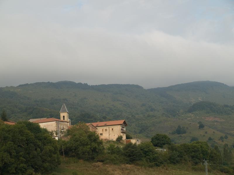 Pueblo de Villanueva de Arce, junto a Erro. Autor, Rahego