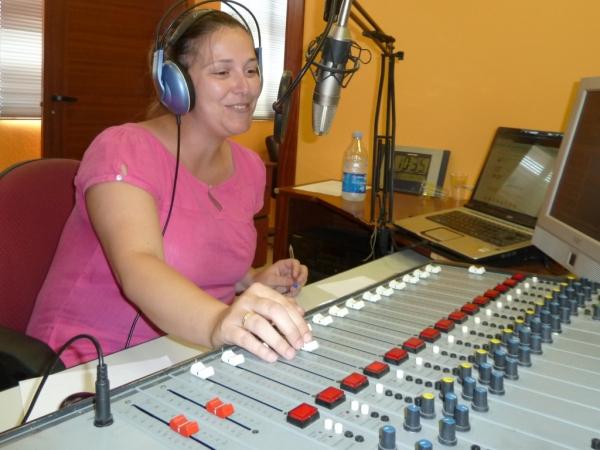 Cristina Haya Lebaniegos es la voz informativa de @carlosrevuelta y @aquimetienes