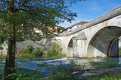 Neuville-sur-Ain (Ain).