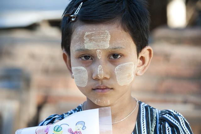 MM003 Myanmarese girl artist