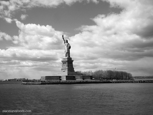 new york bw statue of liberty