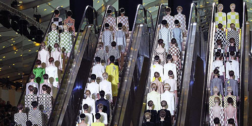 MARC JACOBS TAKES LV TO THE SIXTIES @ PFW