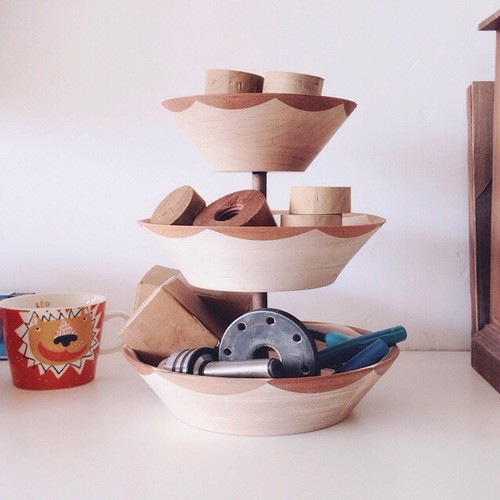 tiered bowl stand