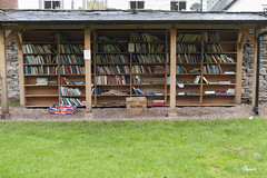 Libreria al aire libre 'Honesty'