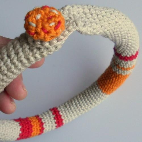 abrochado collar crochet naranja