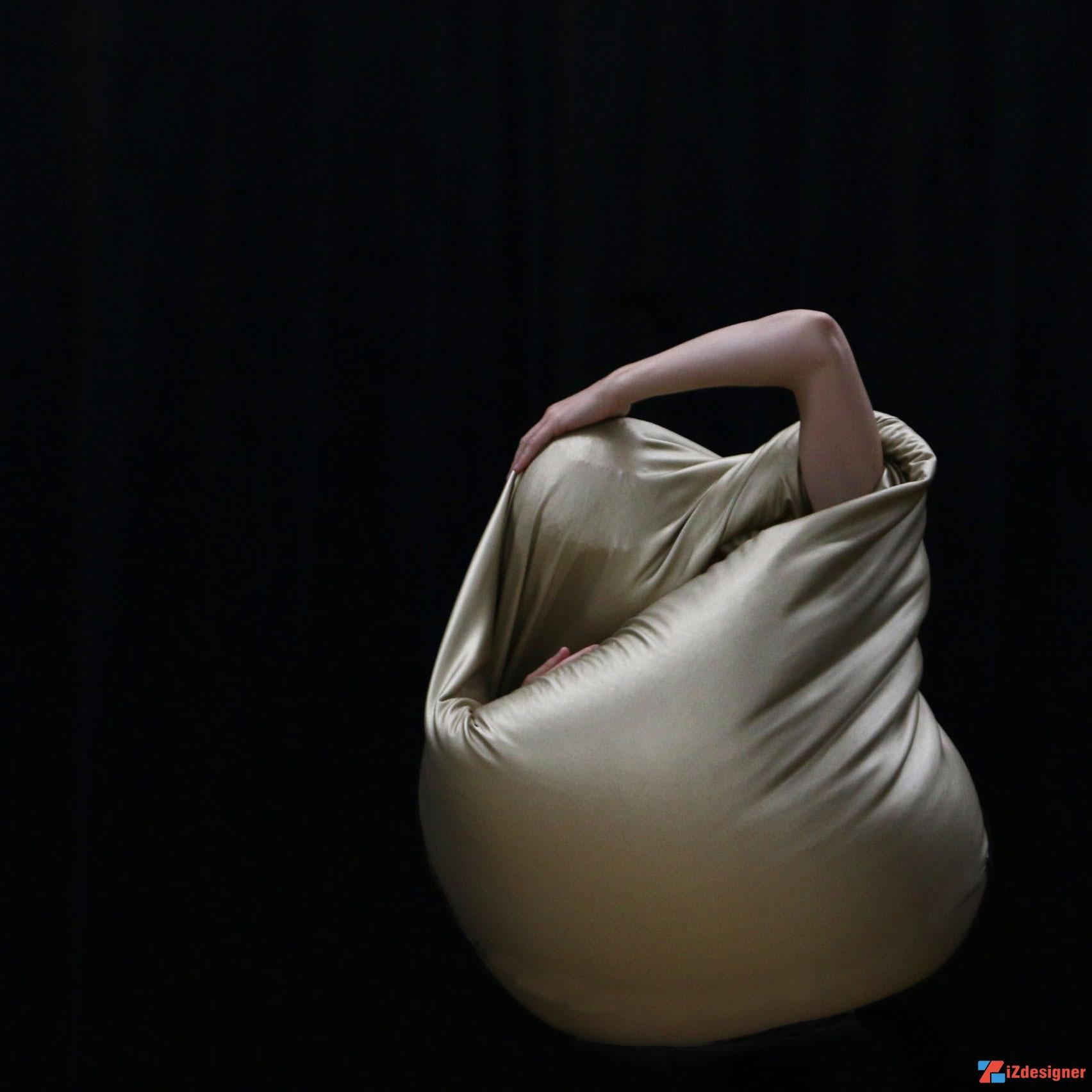 """Bộ sưu tập trang phục """"điêu khắc"""" Embody của Shania Ha"""