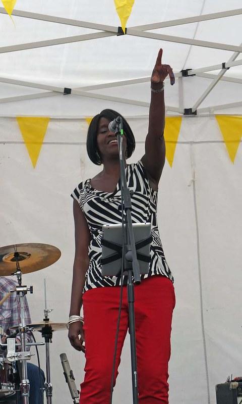 contagious-vibes-at-romseys-beggars-fair-2012_8215617223_o