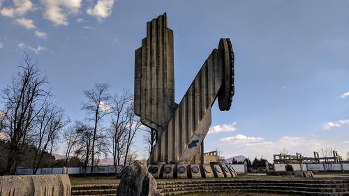 nikšić montenegro vukajlović spomenik monument memorial nob partisan concrete statue destroyed wwii trebjesa