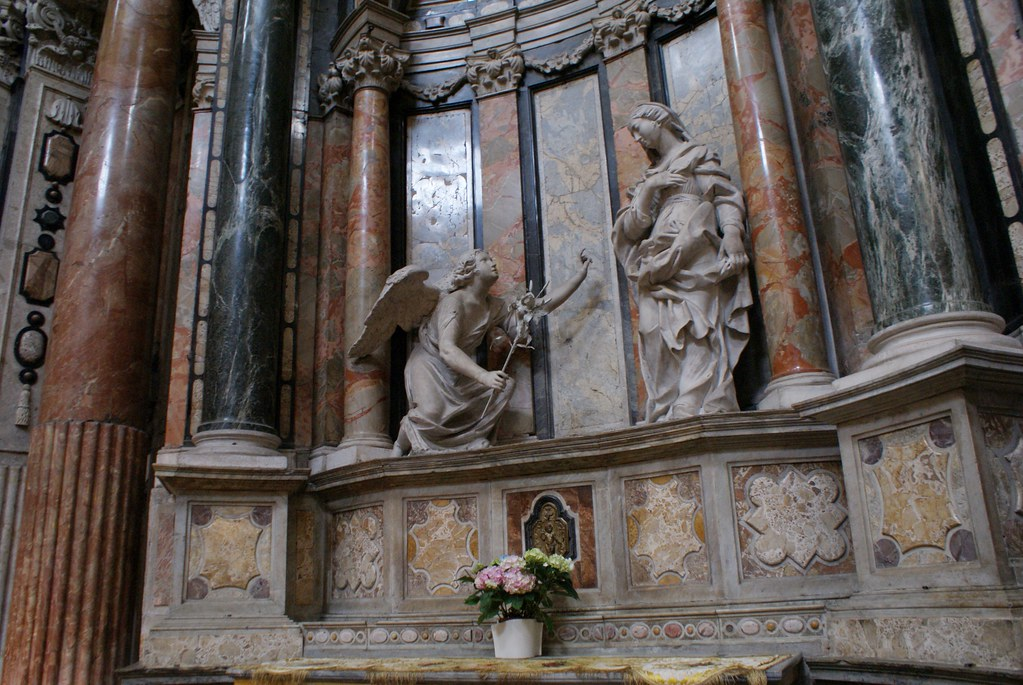 Statue de l'église San Lorenzo à Turin.