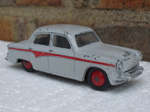 Dinky Toys Austin A105 Cambridge Two Tone Grey & Red 1950's Toy