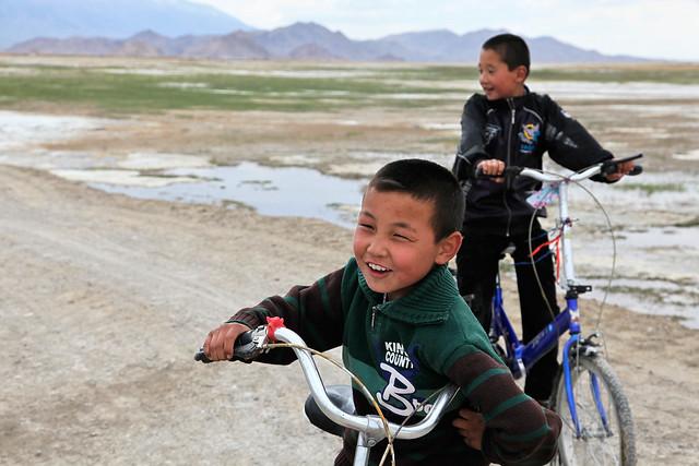 Kazakh boys in Barkol バルクル、カザフ人の男の子たち