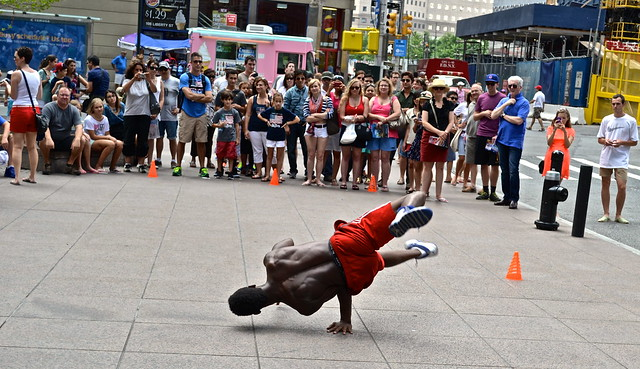 street performers in downtown nyc