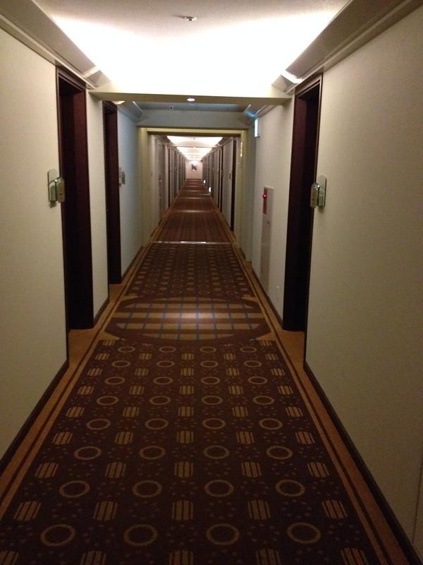 部屋につながる長い廊下 by haruhiko_iyota