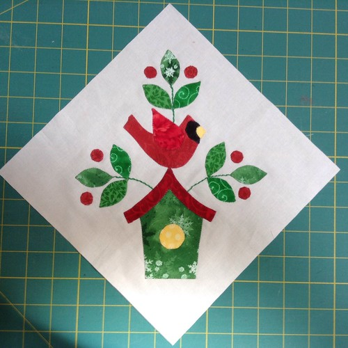 Jingle appliqué block 8