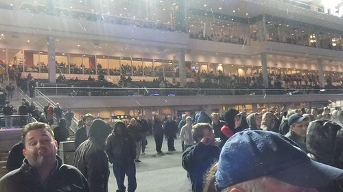 SnapShot | #Epic #Derp Face/Crowd Outside Before First Race At #New #Meadowlands