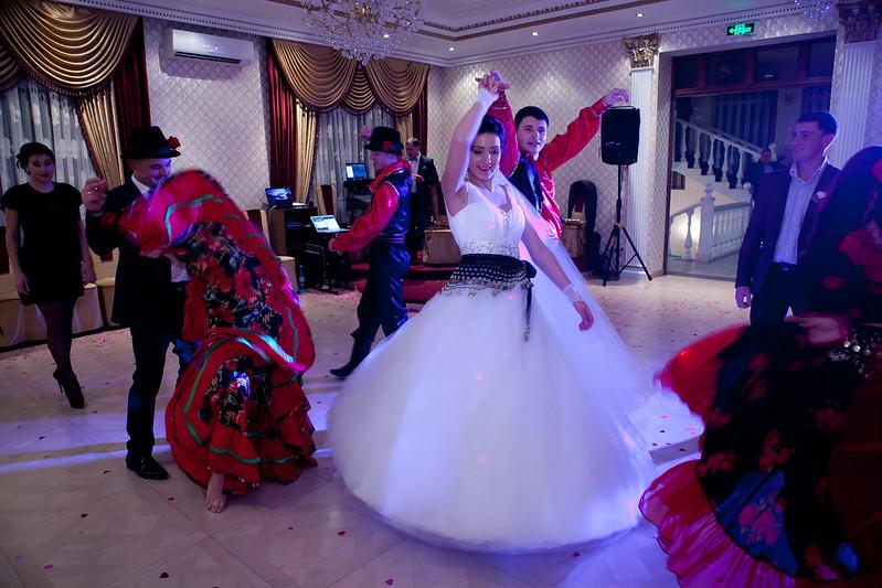 """Dansatori la nuntă ansamblu """"Tinereţe"""""""