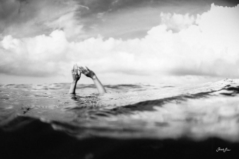 sarahlee_drowning_underwater.jpg