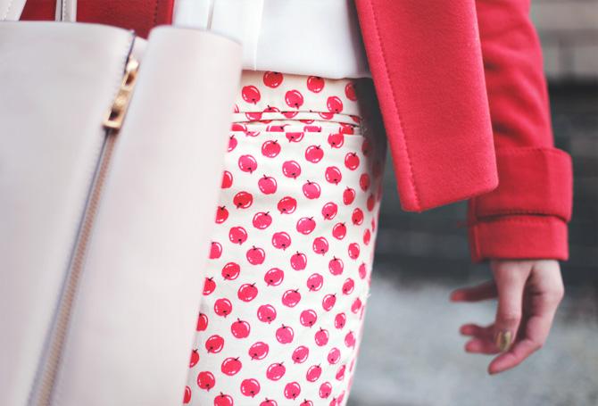 apple pants red coat3