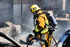 042117- LAFD Extinguishes Multiple Autos Exposing Commercial Building