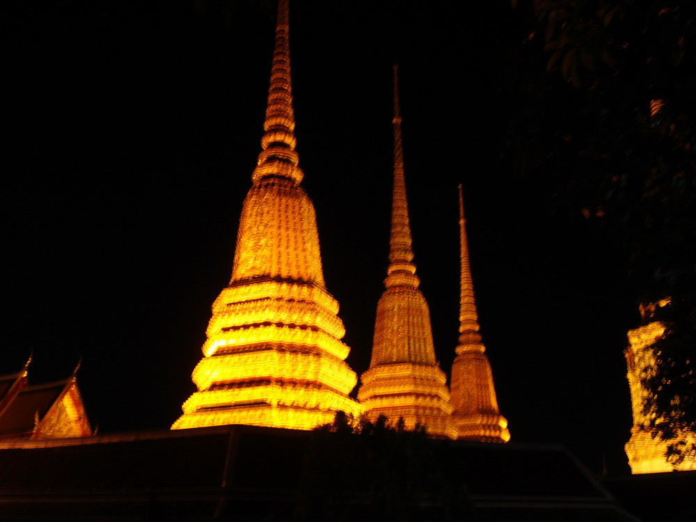 Bangkok night bike - Wat pho