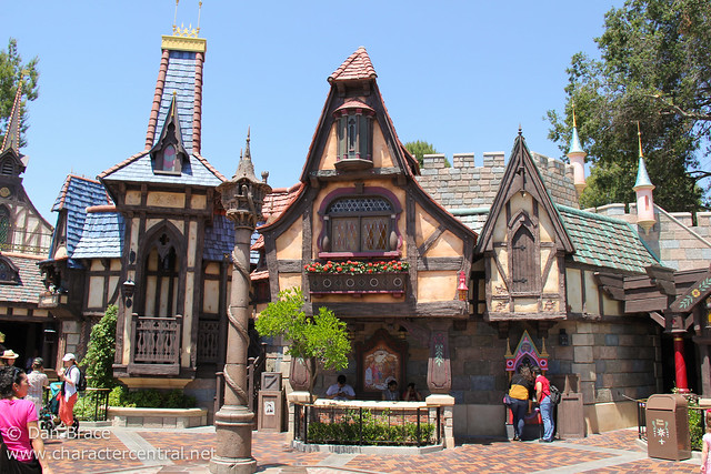 Exploring the new Fantasy Faire