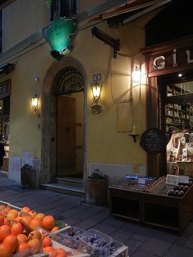 DSCN3502 _ Market by Albergo delle Drapperie, Bologna, 16 October