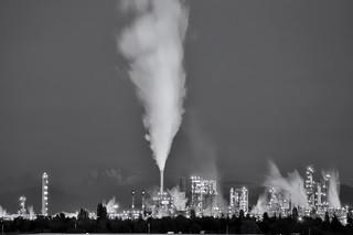 2013-09-07 Refinery at Night.  (1024x680)