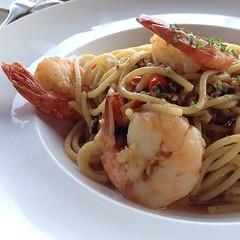 shrimp(1.0), fried noodles(1.0), thai food(1.0), spaghetti(1.0), seafood(1.0), linguine(1.0), invertebrate(1.0), food(1.0), scampi(1.0), dish(1.0), carbonara(1.0), pad thai(1.0), cuisine(1.0), chow mein(1.0),