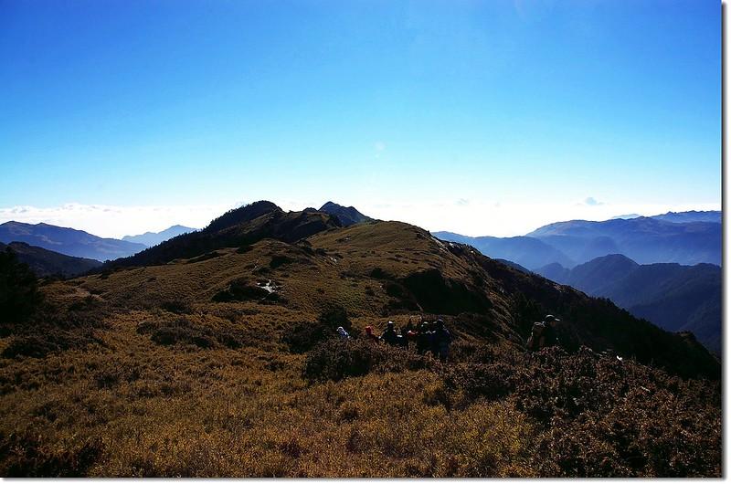 三叉峰東南望牧山、火山連稜
