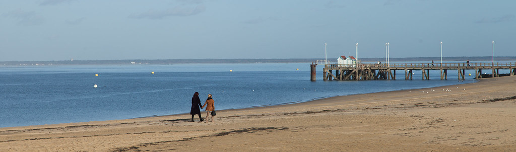 Promenade sur la plage d'Arcachon en hiver - Walk on the beach in Arcachon in winter