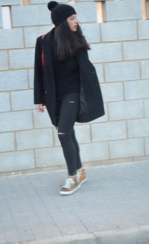 florencia blog total black look red boz bag print sneakers (13)