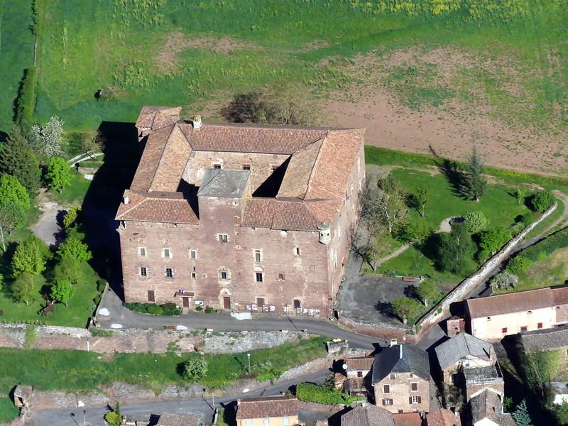 Le chateau de St Izaire