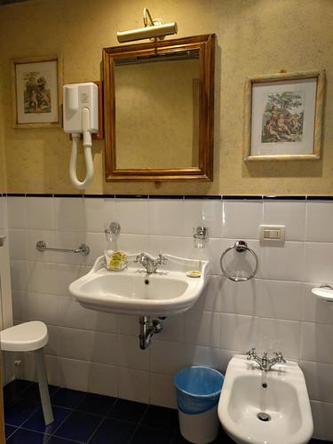 bathroom @ Residenza Castiglioni