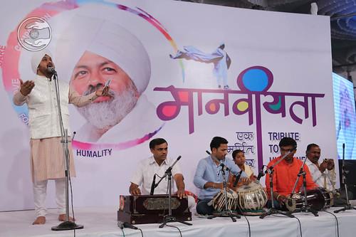 Devotional song by Narendra Bagga from Aurangabad