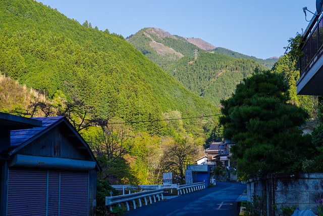 名郷より県道73号線を行き妻坂峠を目指す