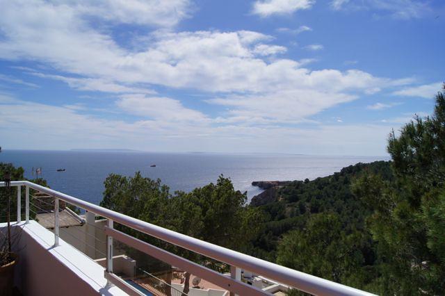 Ibiza property sales: 588