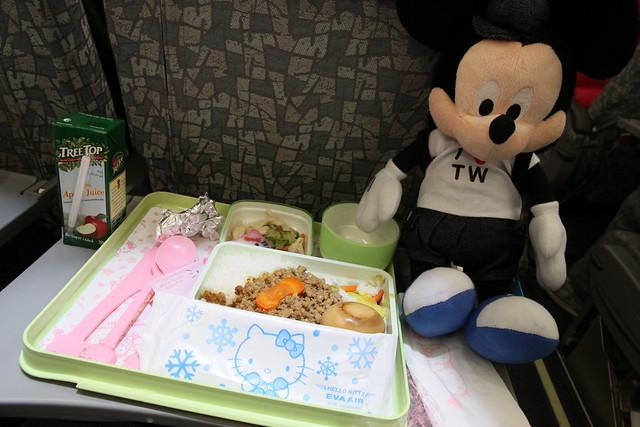 長榮hello kitty機 餐點 香港