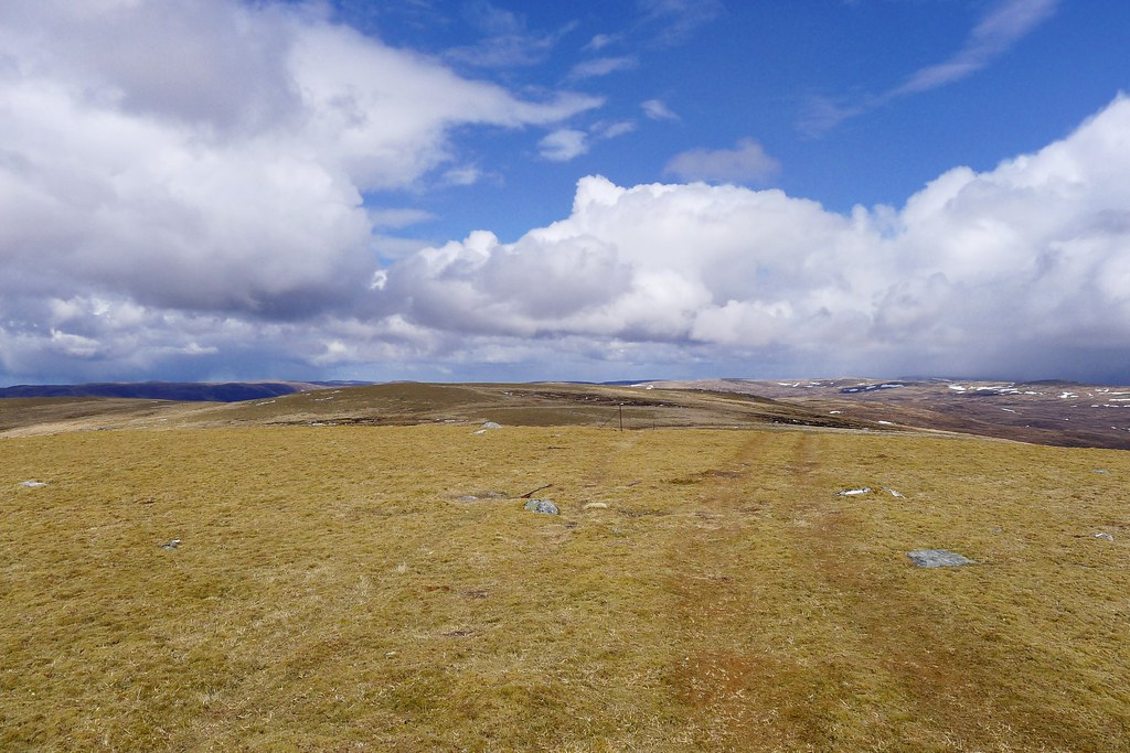 Summit plateau of Meall na h-Aisre