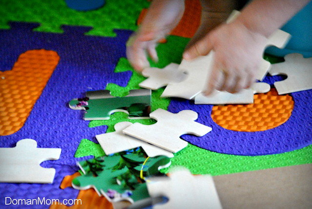 easily teach your little toddler to do jigsaw puzzles